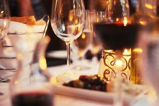 Davio's: Good wine, fresh bread and delightful appetizers