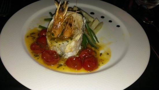 Fratelli: Dorade with shrimps and cherry tomatoes