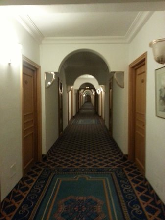 LTI Bellevue Park: Corridor
