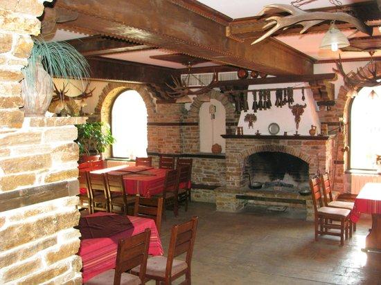 Family Hotel Smolena : Inside the restaurant