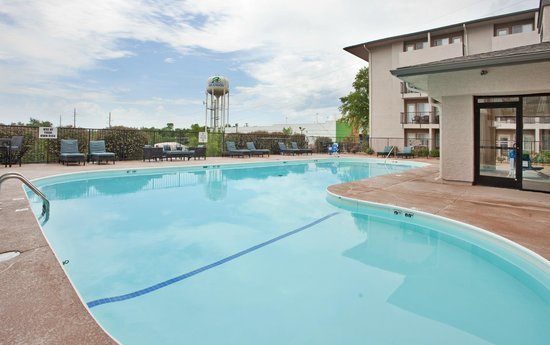 Holiday Inn Express Hotel & Suites Branson 76 Central: Outdoor (seasonal) Pool