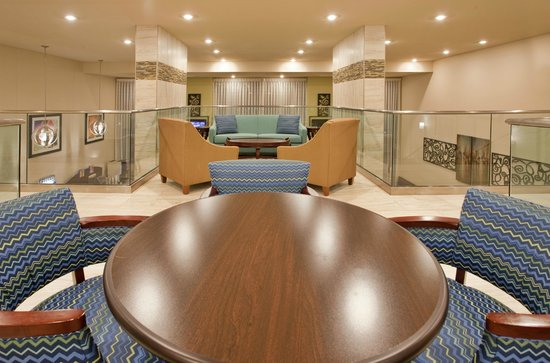 Holiday Inn Express Hotel & Suites Branson 76 Central: Lounging area