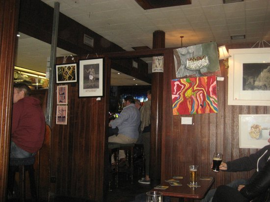 Grogan's Castle Lounge: Bar/Lounge divide!!