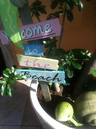 Bayview Plaza Waterfront Resort: Cute welcome signs throughout resort