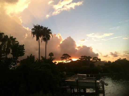 Bayview Plaza Waterfront Resort: Sunrise