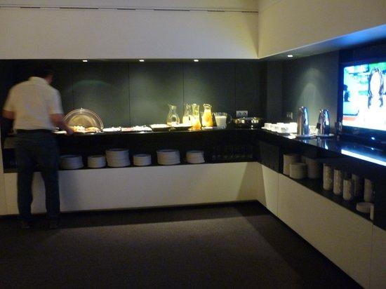 AC Hotel Ciudad de Pamplona: Breakfast