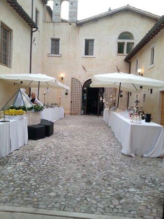 Convento di Santa Croce: il chiostro e gli aperitivi..