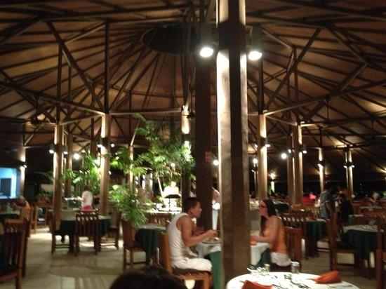 Embudu Village: Restaurant