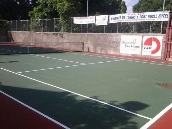 Fort Royal Hotel: tennis court