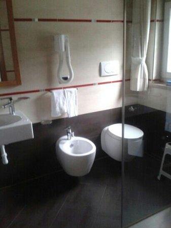 Hotel & Club Gran Chalet Soreghes: bagno convenient