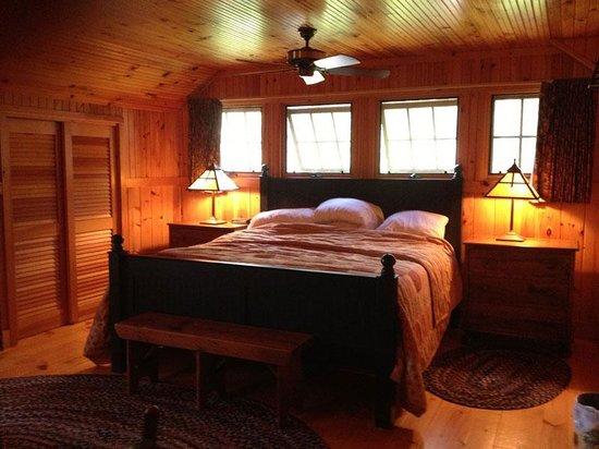 Migis Lodge: Master bedroom, Firefly Cottage