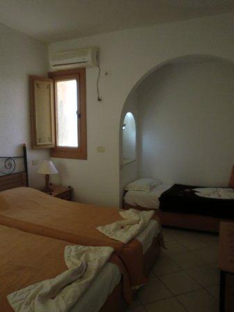 Mehari Douz: Room