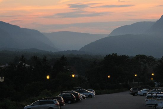 Keltic Lodge Resort & Spa: Sunset Looking over the Lodge parking lot