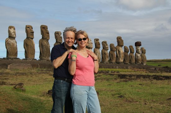 Cabanas Christophe: In front of the Moai at Ahu Tongariki