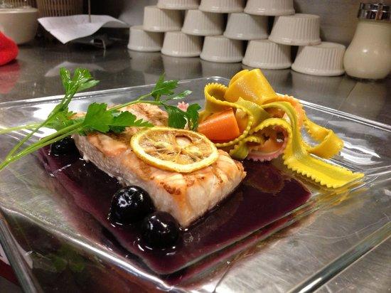 Belle Vie European Bistro: Special salmon