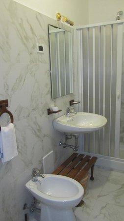 Hotel del Sole: Bathroom