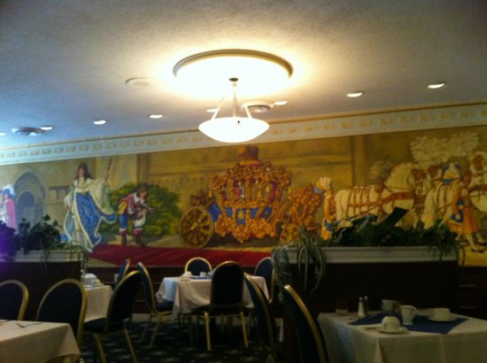 Chateau Louis Hotel & Conference Centre: Dining room mural