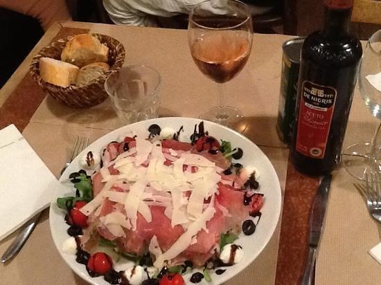 Da Mimmo : салат , прошуто с рукколой , пармезаном, моцарелой и тд