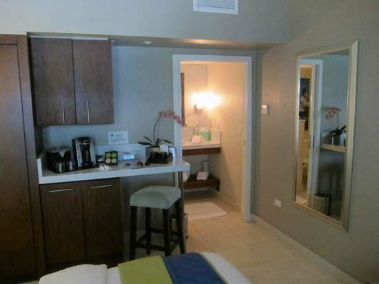 Orchid Key Inn : Coffe bar area in room