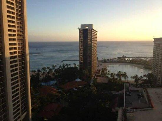Hilton Hawaiian Village Waikiki Beach Resort: Our view from Kalia tower