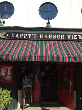 Cappy's Chowder House : inviting entrance area