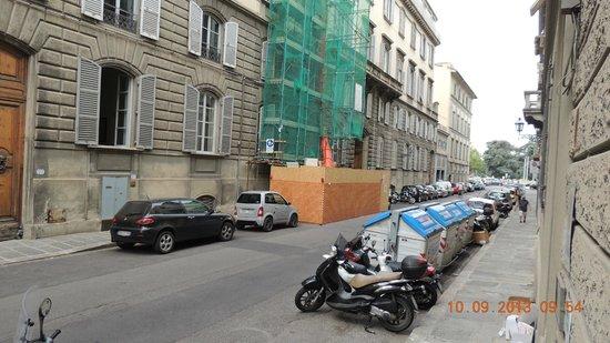 Hotel Crocini: Vista do quarto lado direito