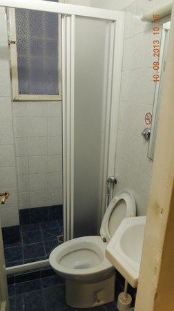 Hotel Crocini: Banheiro compartilhado - muito bom