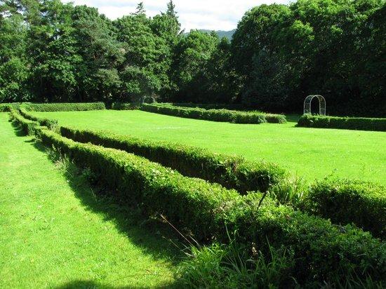 MacKinnon Country House Hotel: garden