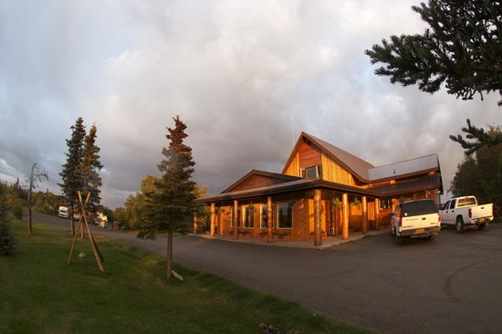 Fishing lodge on the naknek river in king salmon ak for Trail lodge