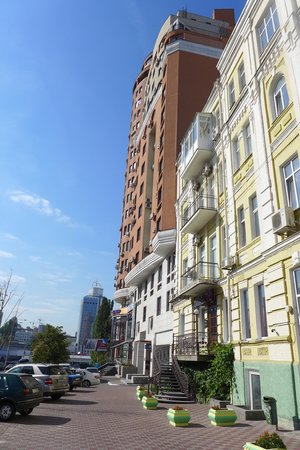 Partner Guest House : 44 Shota Rustaveli (red building)