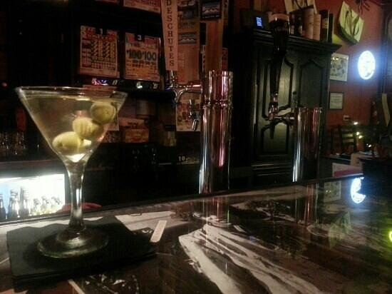 The One Ten Lounge & Martini Bar: best dirty martini in town!