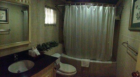 Eurana Boutique Hotel: Junior Suite Bathroom off Bedroom