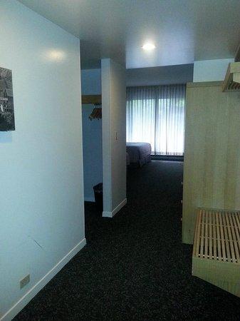 Lodge at Snowbird: Room entrance has storage and ski boot rack