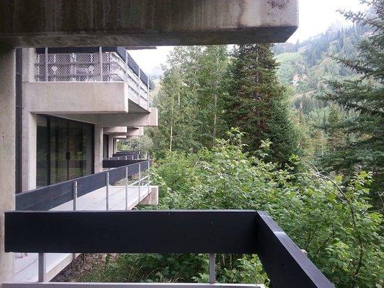 Lodge at Snowbird: Every room has a big deck