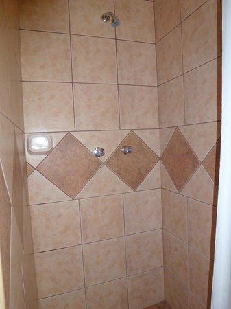 Imperio Machupicchu Hotel: Shower