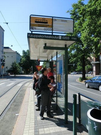 Hostel Domus Academica: 飯房附近的巴士站