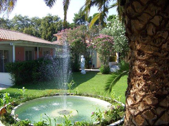 Mandraki Village Boutique Hotel : jardin