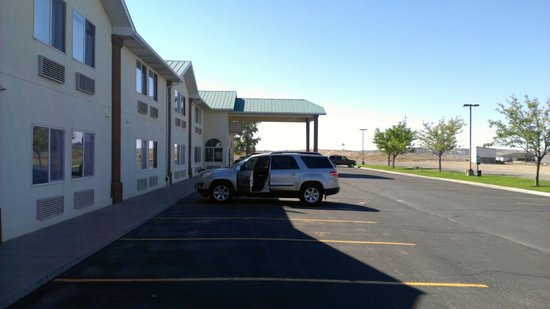 Super 8 Green River: Arriving Super 8. Good parking.