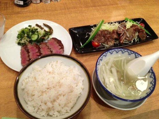 Gyutan Sumiya Kirikyu Izumi Main Store: 定食…続いて(牛タンチャーシューいけてました!)