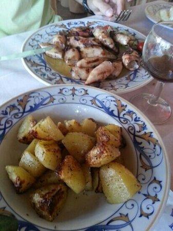 Ristorante Bologna: calamari alla griglia e patate al forno. ..SQUISITEZZA
