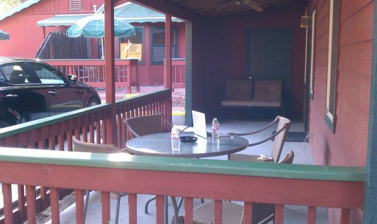 Kernville Inn: Patio