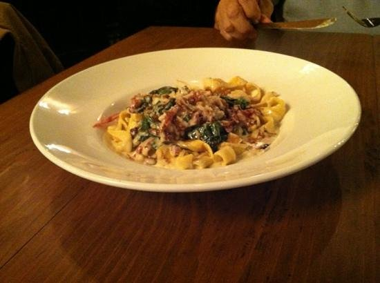 El Moro Spirits & Tavern : pasta with bacon, spinach,and a great cream sauce