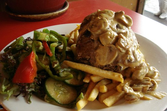 Savoy Cafe Restaurant: Medium Rare Rump Steak (Mushroom Sauce)