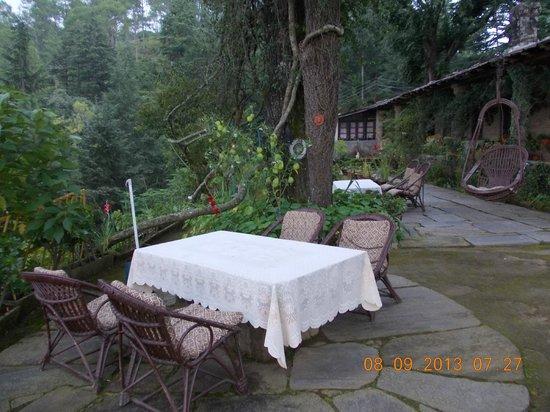 Deodar's Guest House: Open Dining