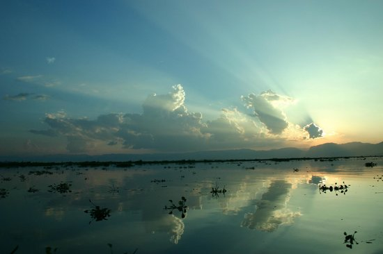 Nyaung Shwe, Burma: Sunset view of Inle lake