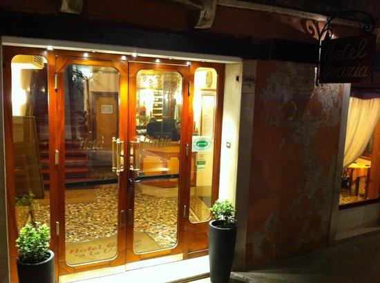 Gorizia a la Valigia: Indgang til hotellet