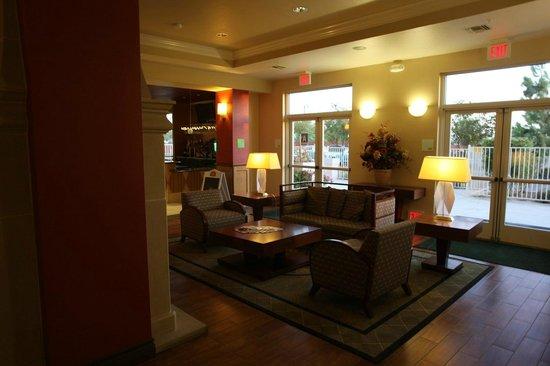 Holiday Inn Hotel & Suites Bakersfield : lobby