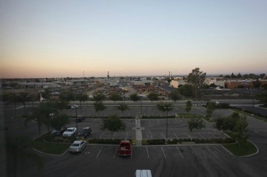 Holiday Inn Hotel & Suites Bakersfield : view from room looking north