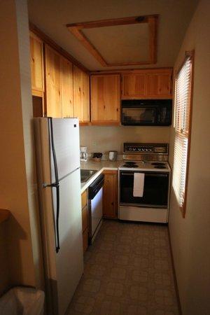 Kernville Inn: suite kitchen