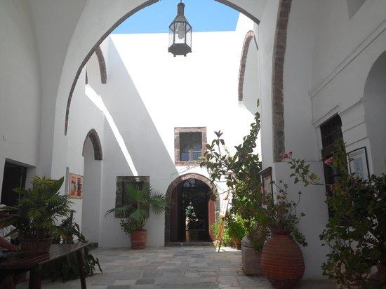 Megaro Gyzi Museum : entrance